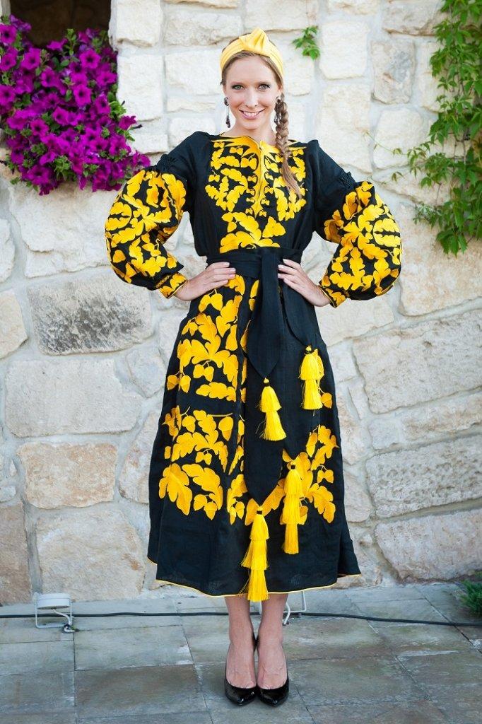 Катя Осадчая в платье от Юлии Магдыч