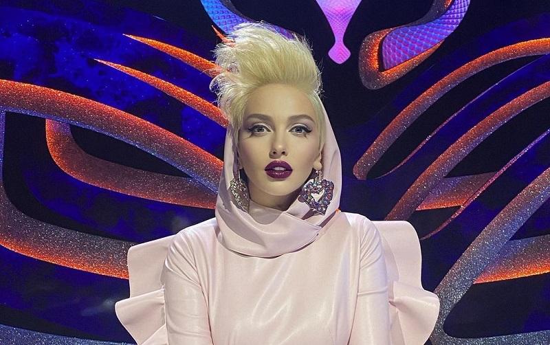 Оля Полякова на шоу Маска